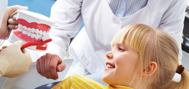 shutterstock_68251921 dental education young girl and nurses