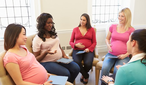 Routine specialist pregnancy care involved an initial meeting to discuss quitting smoking and set a quit date, followed by 4 weekly telephone calls, and free nicotine replacement therapy for 10 weeks.