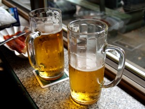 The studies included in this review show an association betweenparents who drink more alcohol and offspring who drink more alcohol.