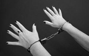 handcuffs-964522_640