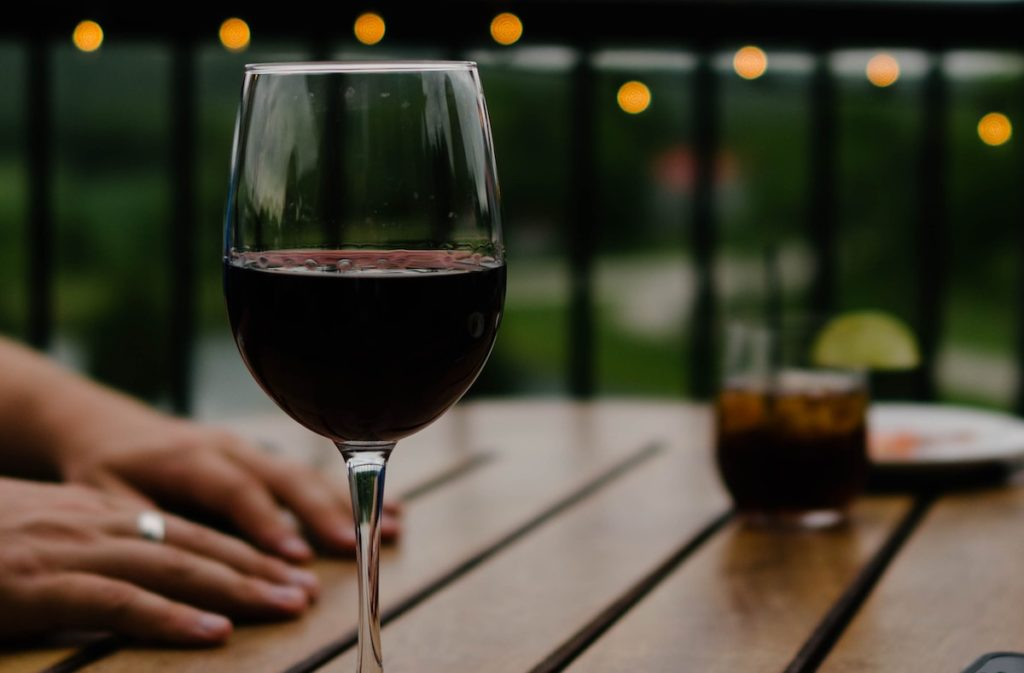 Among patients receiving treatment for an alcohol use disorder, those who relapse during follow-up have higher novelty-seeking, lower persistence, lower reward dependence and lower cooperativeness than those who do not relapse.