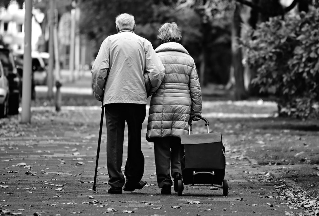 The central role of a spousal caregiver in the postponement of institutionalisation is remarkable. It is estimated that people with a spousal caregiver stayed at home 31.5 months (2.6 years) longer than those with a non-spousal caregiver.