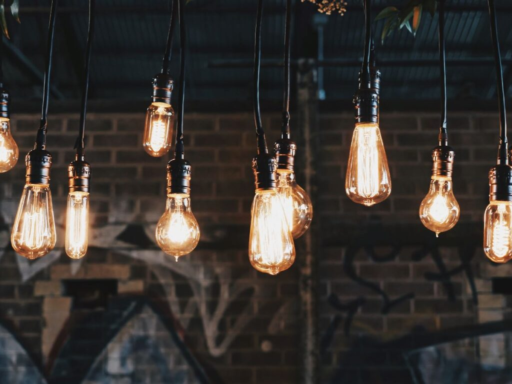 This study adds to the body of evidence by demonstrating that the level of social anxiety increased not only according to social factors but also due to environmental factors such as noise, lighting and predictability of interactions.