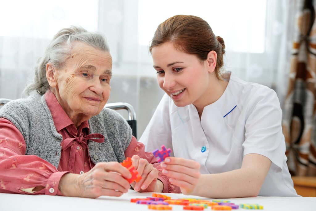 The findings of the study highlighted the acceptability and feasibility of CST by carers and patients through the use of manuals, trained and experienced professionals, while suggested a positive impact on cognition and relationships.