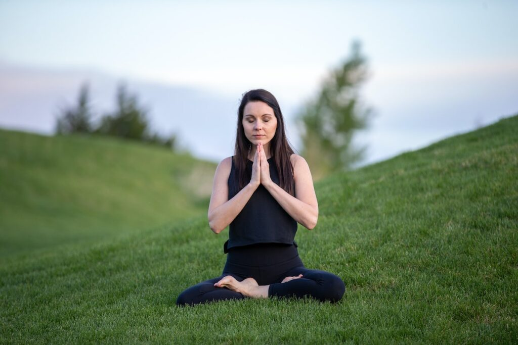 Mindfulness seemed to be associated with lower levels of self-stigma content and process, mediated by increased positive reappraisal and reduced negative rumination, respectively. Lower levels of self-stigma content and process were associated with lower levels of depressive and anxiety symptoms, mediated by a reduced sense of disempowerment.