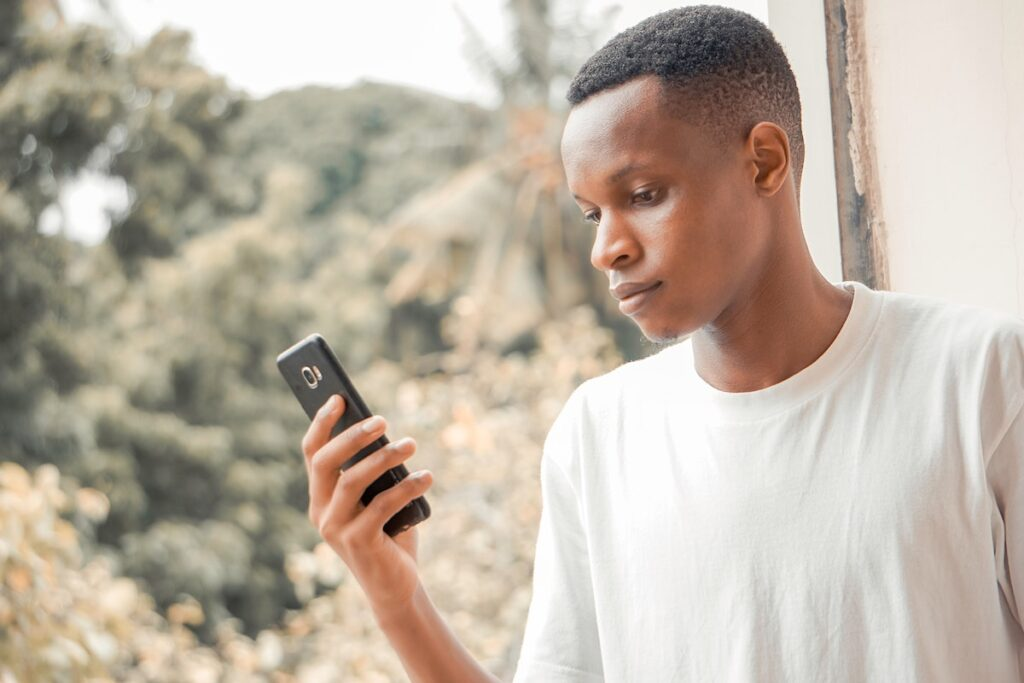 The findings of this study suggest that online sharing of self-harm–related images amongst young people can have both positive and negative impacts.