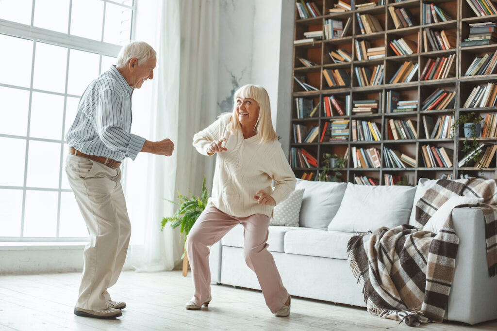 The multi-model performing arts intervention is a promising new intervention including stretching, singing, movement, and expressions of gratitude that has the potential to reduce the burden for caregivers of people with dementia.
